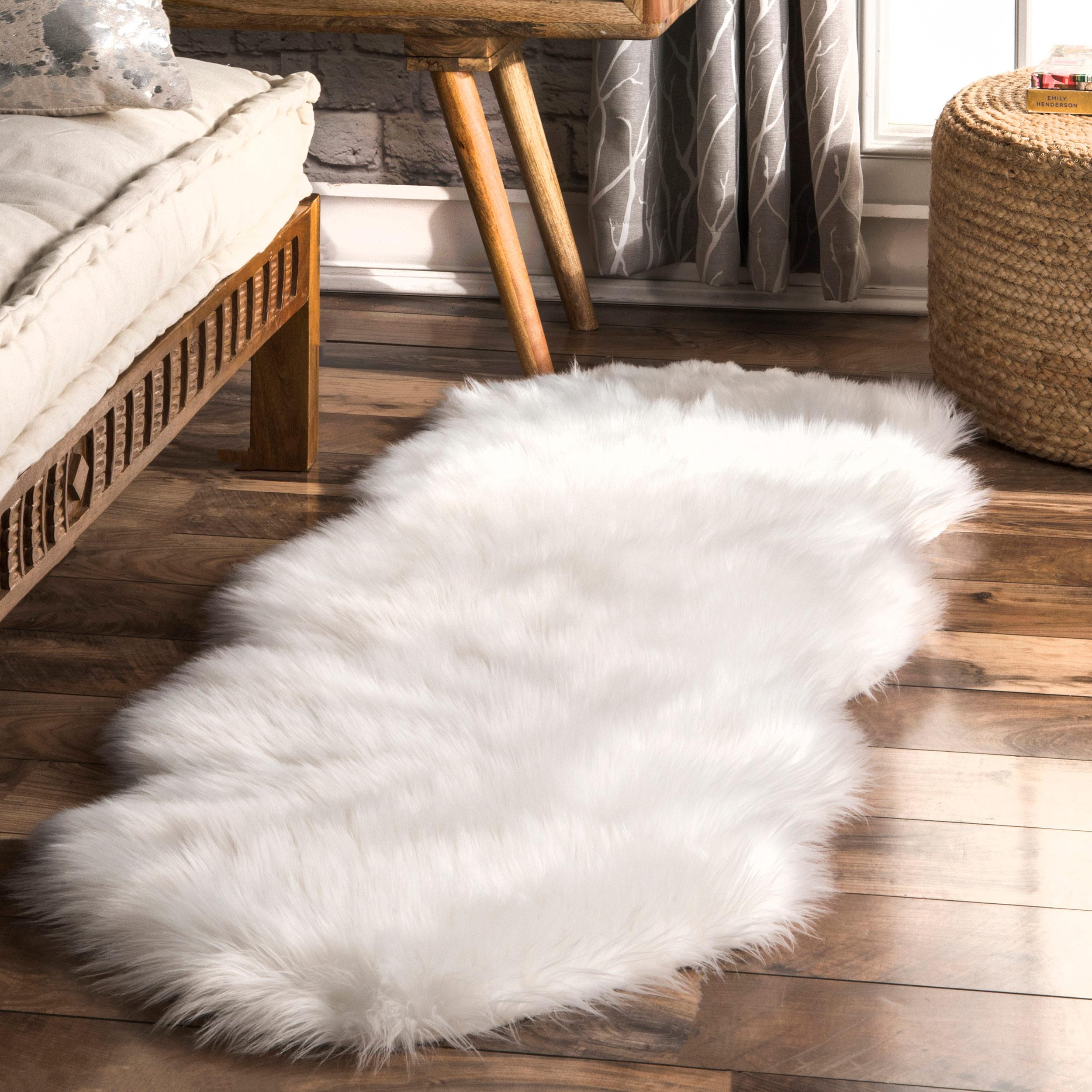 nuLOOM Shags Terrell Solid Faux Sheepskin Area Rug in Ivory